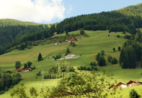 landpalais-panoramalage-am-hang